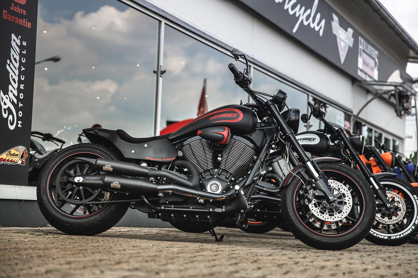 hollister 39 s hollister 39 s motorcycles. Black Bedroom Furniture Sets. Home Design Ideas